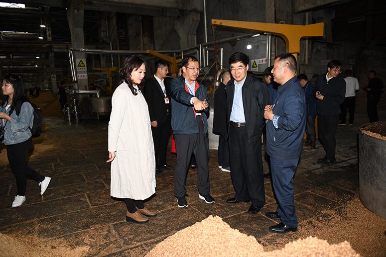 国务院发展研究中心副主任张军扩调研五粮液集