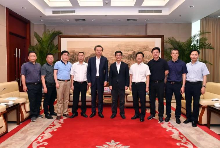 李曙光董事长率队拜访新华通讯社