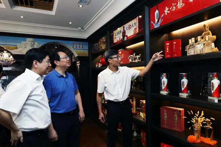 五粮液集团总经理曾从钦率队拜访建发酒业